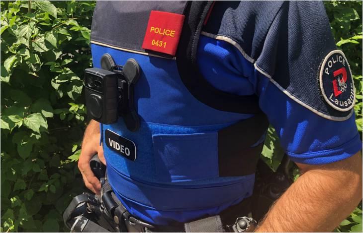 L'étude relève que dans la majorité dessituations décrites et celles enregistrées, la  caméra est vue comme un moyen de protection tant par la police que par les personnes interpellées.